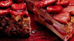 Çilekli Pasta Nasıl Yapılır? Tarifi